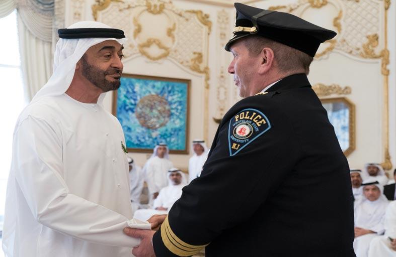 محمد بن زايد يستقبل وفد الجمعية الدولية لقادة الشرطة ويبارك مذكرة افتتاح مكتبها الإقليمي