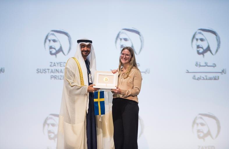 محمد بن زايد يؤكد أهمية بناء جيل من الرواد والمبتكرين ليحملوا راية الاستدامة في المستقبل