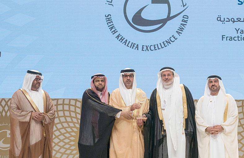 حامد بن زايد يكرم الفائزين بجائزة الشيخ خليفة للامتياز بدورتها الـ 18