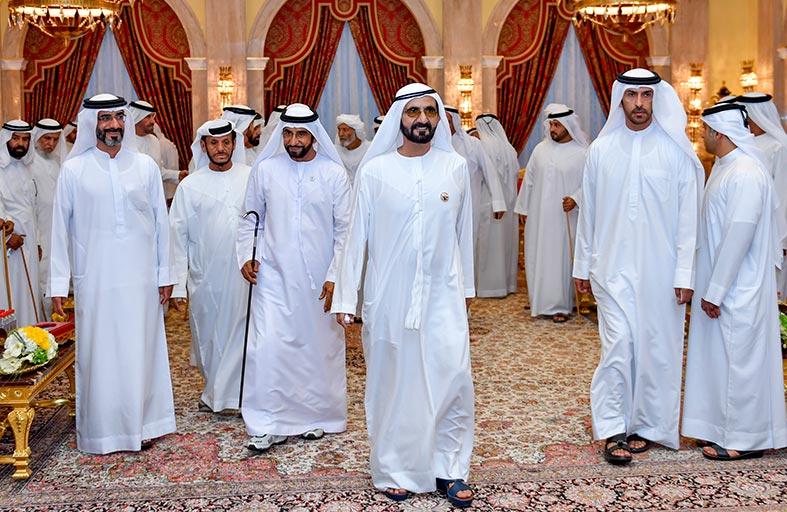 محمد بن راشد يستقبل جموع المهنئين بشهر رمضان الفضيل