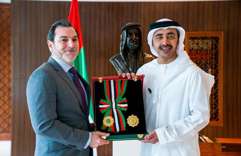 رئيس الدولة يمنح سفيري كندا وقبرص وسام الاستقلال من الطبقة الأولى