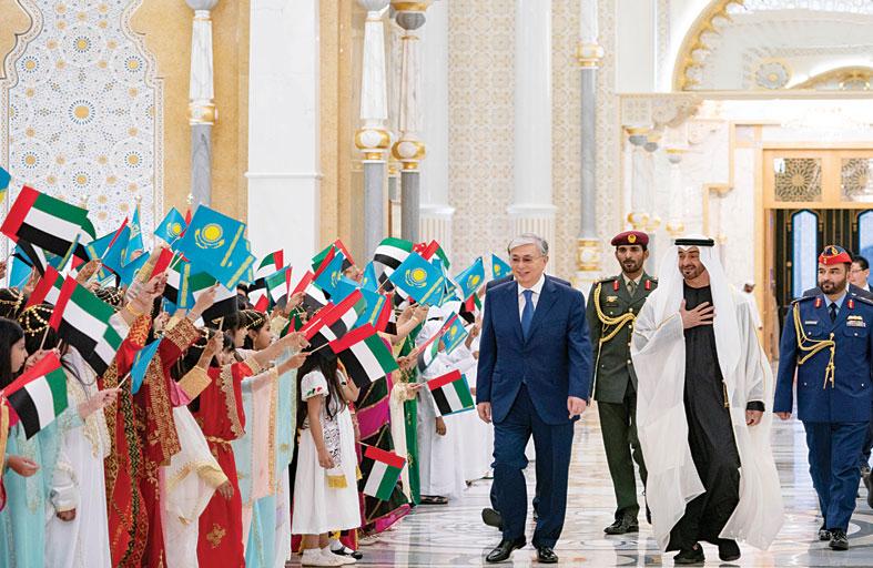 محمد بن زايد يبحث مع رئيس كازاخستان مجالات التعاون الثنائي والأوضاع في المنطقة والقضايا الإقليمية والدولية