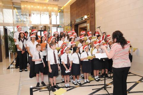 احتفال إضاءة شجرة الكريسماس في جراند ميلينيوم دبي