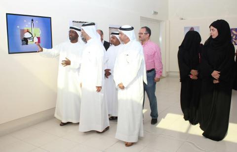 العويس يفتتح معرض تصميم وتصوير بكلباء