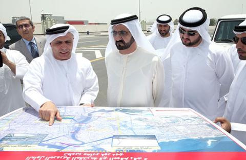 محمد بن راشد يطلع على مشروع جسر الاتحاد