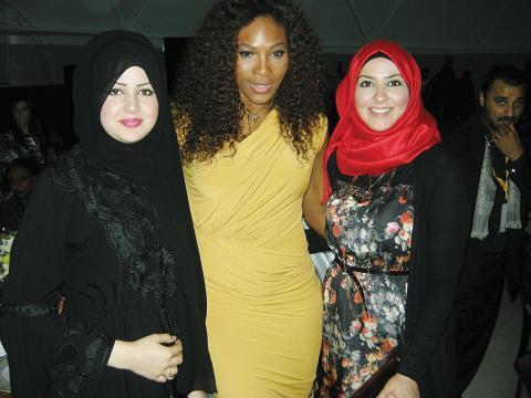 مديرة أيريس ميديا تلتقي مع نجوم الفن والرياضة في حفل مركز الإمارات