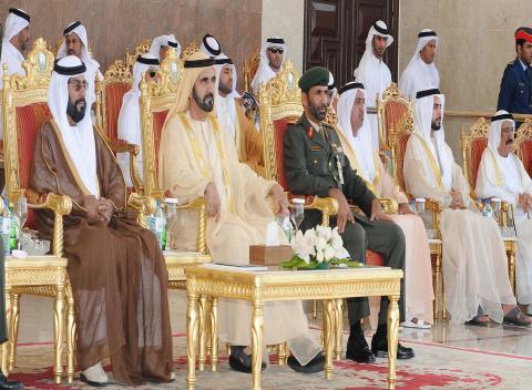 محمد بن راشد يشهد تخريج أول دورة من الحاصلين على درجة البكالوريوس بكلية زايد الثاني العسكرية