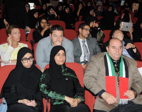 جلسة حوارية بمشاركة الفنانين سلطان النيادي وجابر نغموش