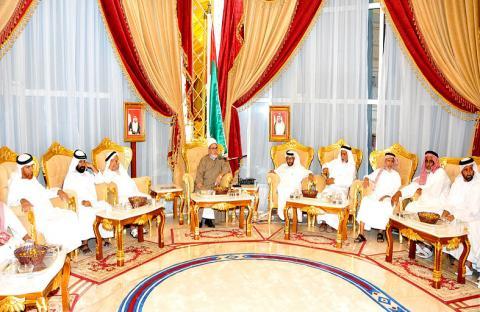 علماء المسلمين ضيوف رئيس الدولة في مجلس خالد بن طناف