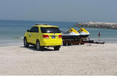 وفاة شخصين وإنقاذ ثلاث آخرين في بحر عجمان