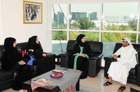(نسائية الطرق) تبحث تعزيز التعاون مع جمعية الإمارات لحقوق الإنسان