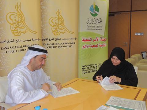 اتفاق خيري بمليون درهم من عيسى صالح القرق الخيرية للجنة الأسر المتعففة التابعة لدار البر بأم القيوين