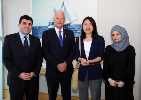 الرئيس التنفيذي لمجموعة بنك الإمارات دبي الوطني يستقبل الفائزة في مسابقة لكتابة المقالات