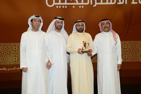 الهوية تكرّم أديسون الإمارات تقديراً لإبداعاته