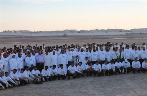 بلدية مدينة ابوظبي تنظم حملة لتنظيف البر في منطقة الوثبة