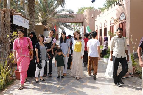 قرية التراث بنادي تراث الإمارات تتزين لاستقبال زائريها