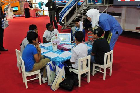 الخدمات العلاجية الخارجية تشارك في معرض أبوظبي الدولي للكتاب 2013
