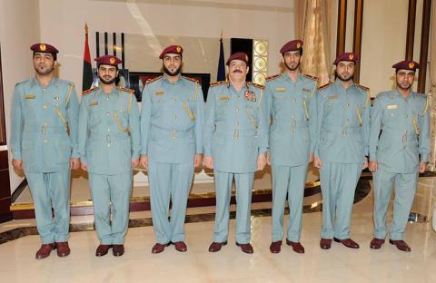 تقليد 4 ضباط في شرطة أبوظبي رتبا جديدة