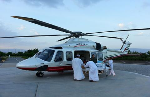 جناح جو شرطة أبوظبي يسعف طفلاً حديث الولادة