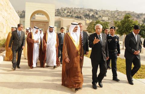حاكم الفجيرة يزور أمانة عمان ومتحف الأردن ومتحف السيارات الملكي