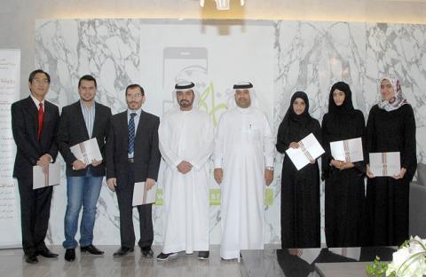 حمدان بن مبارك يكرم الفائزين بجائزة التعليم العالي للتطبيقات الذكية