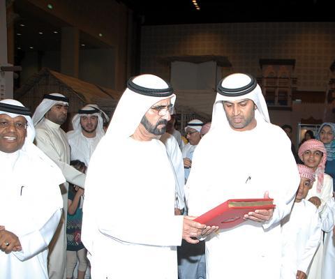 جناح نادي تراث الإمارات في معرض أبوظبي للكتاب يستقطب الزوار بخصوصية معروضاته وتميز إصداراته