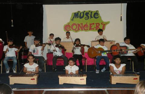 طلبة أكاديميا لحلول الإدارة الدولية  يقدمون حفلاً موسيقياً في المدرسة الدولية للفنون والعلوم