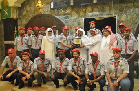 عشائر جوالة جامعة الشارقة يؤدون العمرة