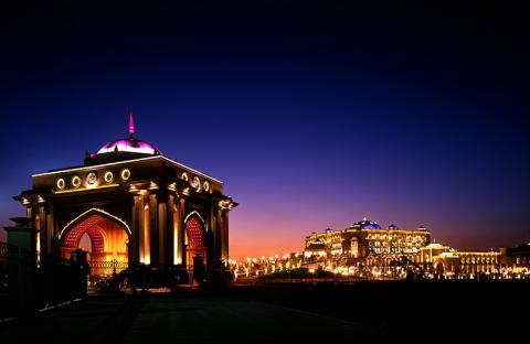 قصر الإمارات يقيم أكبر خيمة رمضانية في أبوظبي
