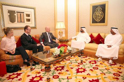 محمد بن راشد يبحث مع هيج العلاقات الثنائية والقضايا الاقليمية والعالمية