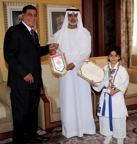نهيان بن مبارك يشيد بدور جامعة الامارات  في تطوير ورعاية الانشطة الرياضية