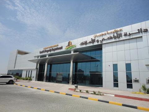 وفد من أراضي عجمان يزور محكمة عجمان الشرعية لمناقشة العمل المشترك
