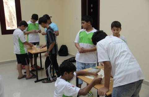 ملتقى الحمرية الصيفي يقيم برنامجا في الاختراعات والابتكارات لمشاركيه