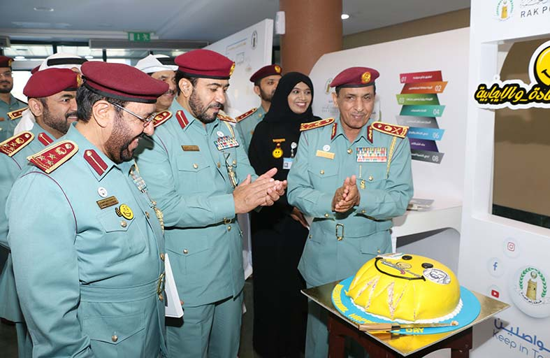 شرطة رأس الخيمة تحتفل باليوم العالمي للسعادة