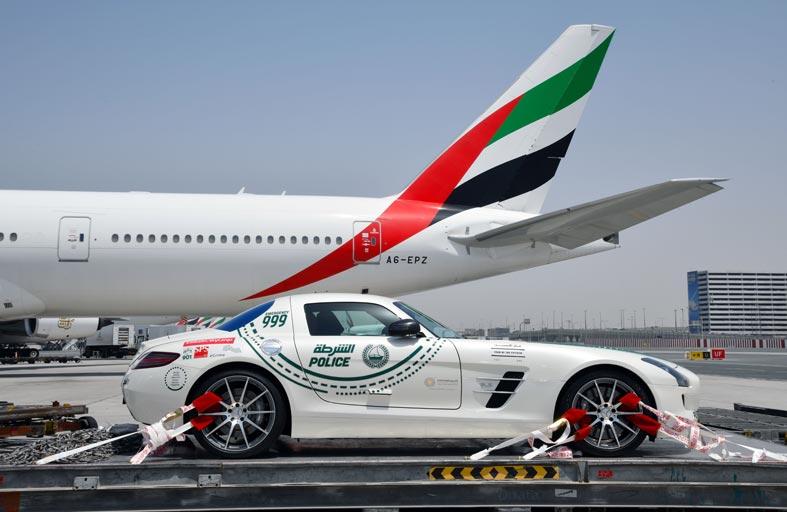 شرطة دبي تمثل الإمارات في سباق الألف ميل الدولي للسيارات الكلاسيكية في إيطاليا