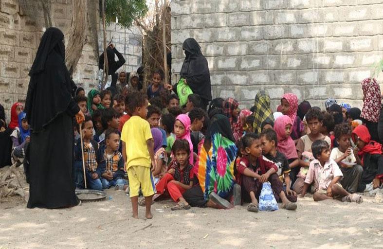 يمنية تحوّل بيتها إلى مدرسة