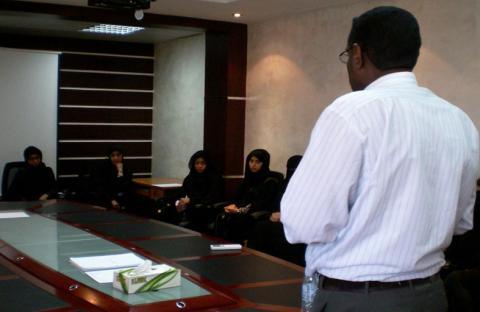 19 طالبة من جامعة الإمارات يزرن إصلاحية العين