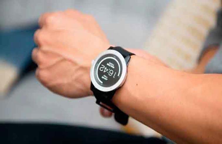 ساعة ذكية تشحن  من حراة الجسم
