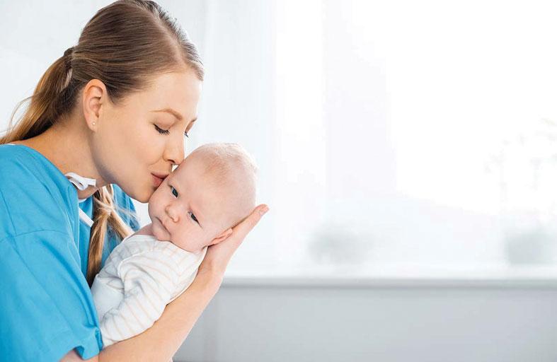 ولادة الطفل الأول يزيد عمر الأم 7 أعوام