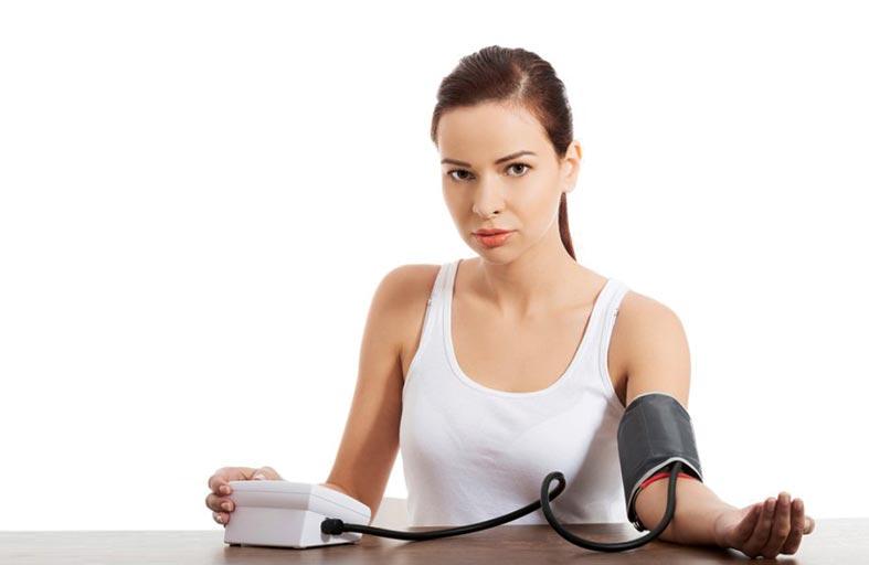 سبب جديد لارتفاع ضغط الدم لدى الشباب