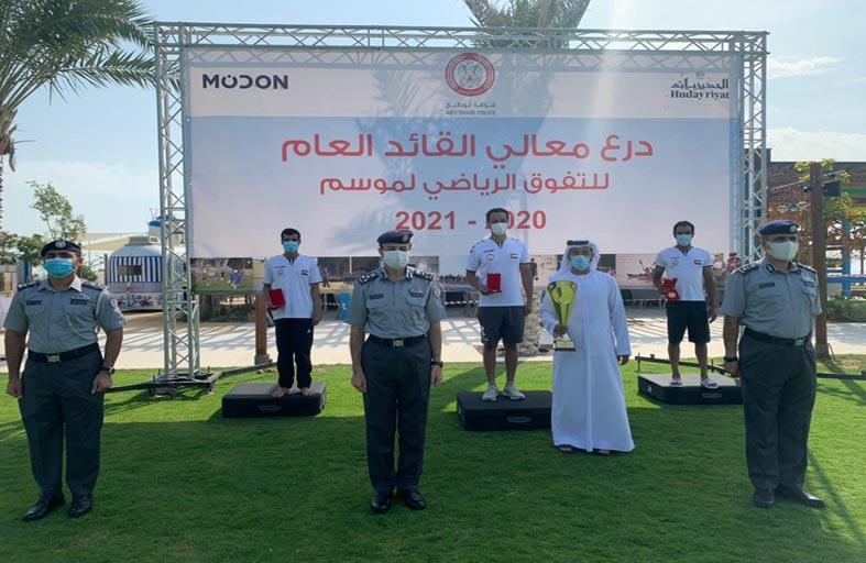 الأمن الجنائي بشرطة أبوظبي يفوز بالمركز الأول لبطولة السباحة والإنقاذ