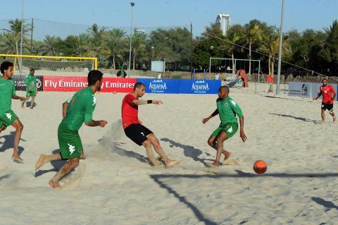 الأهلي وعجمان يقطعان خطوة مهمة لبلوغ نهائيات دوري الكرة الشاطئية