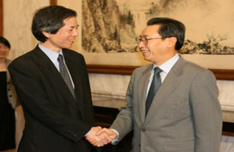 دبلوماسي ياباني في بكين لتحسين العلاقات
