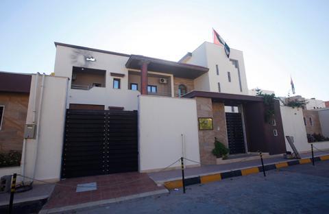 أخبار الساعة: الاعتداء الإرهابي على مقر سفارتنا في طرابلس محاولة فاشلة للنيل من علاقات الإمارات وليبيا