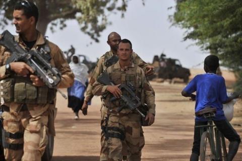 فرنسا تلوح بالانسحاب قريباً من تمبكتو بمالي