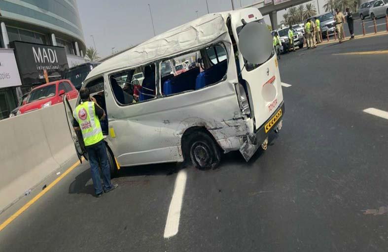 وفاة شخصين وإصابة 5 في حادث انفجار إطار حافلة على شارع الشيخ راشد بدبي