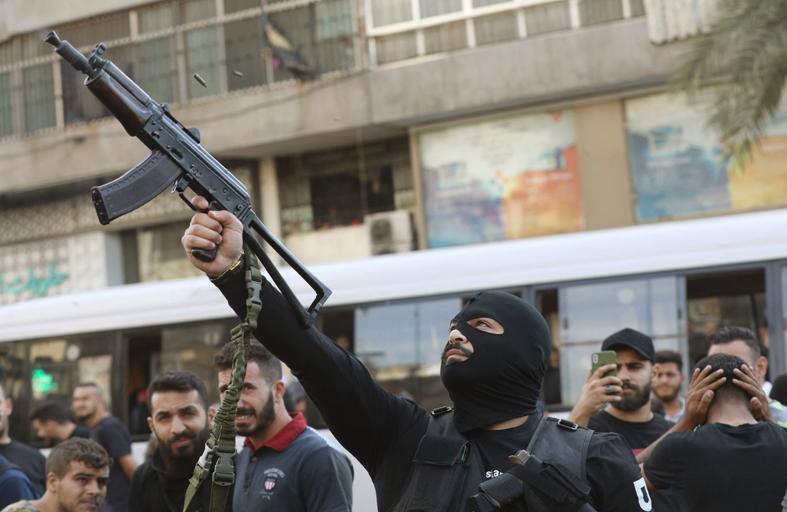 صحف عربية: من بغداد إلى بيروت... سلاح الميليشيا يهدد الجميع
