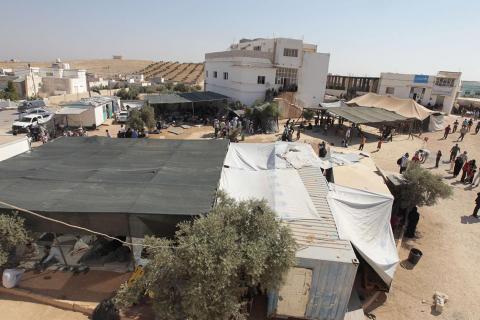 الدرك الأردني يفرق محتجين بمخيم الزعتري