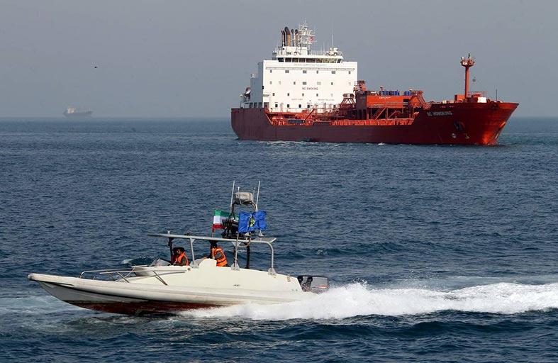 صواريخ إيرانية في البحر سبب التعزيزات الأمريكية