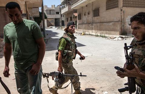 المقاتلون السوريون يشكون التنسيق ونقص الذخيرة